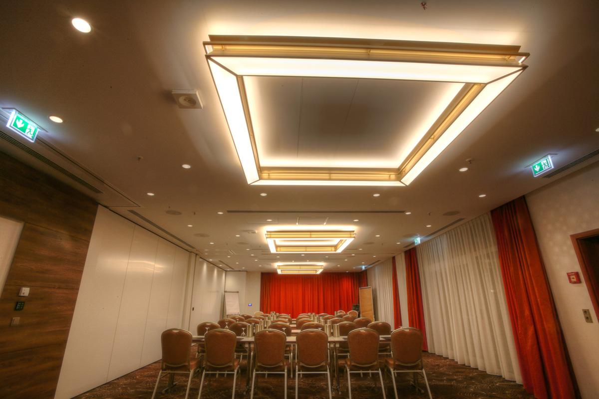 Saal Leuchten Peters Design Sonderleuchtenbau
